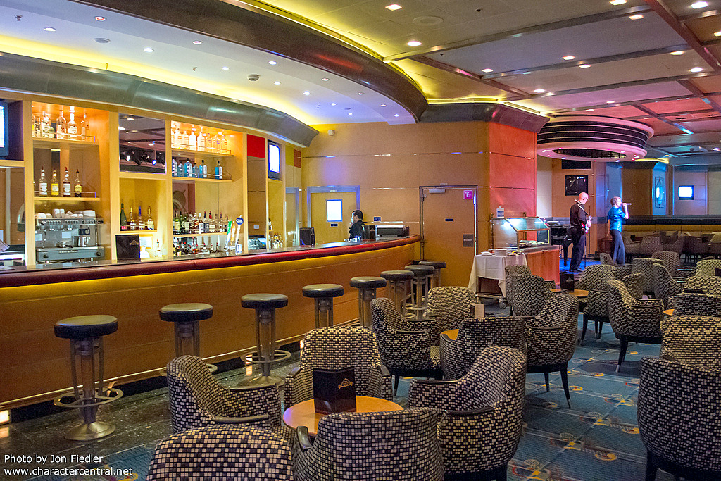 Promenade Lounge on Disney Magic