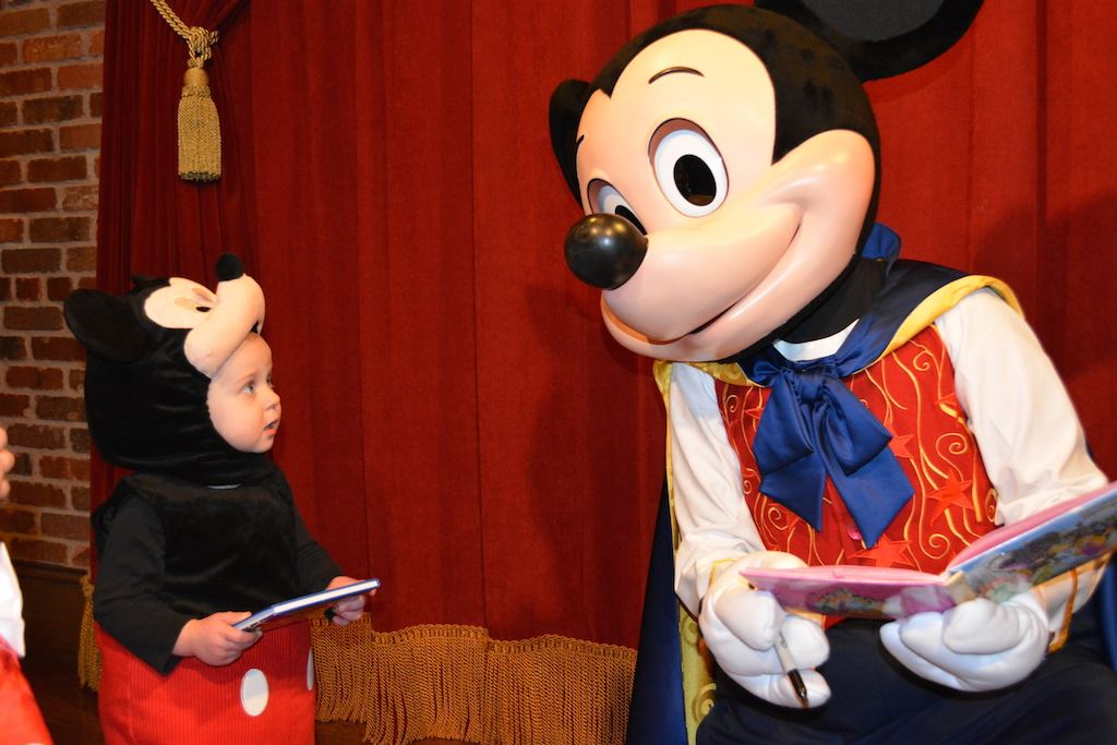 Meet mickey mouse at town square theater magic kingdom attraction photos m4hsunfo Images